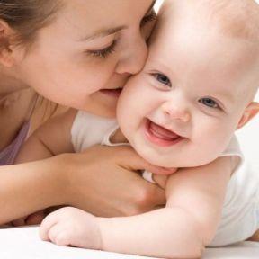 Hướng dẫn cách chăm sóc trẻ khóc nhiều và thất thường